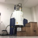 核磁気共鳴装置 (NMR, AVANCE III HD500)